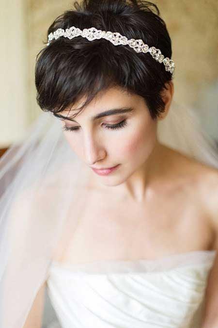 Velos largos para novias con pelo corto